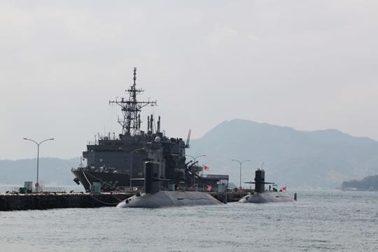 潜水艦が1せ~き、2せ~き・・・。
